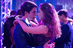 13 REASONS WHY - PRODUCTION STILLS - 023 DESCRIPTION 13 REASONS WHY SEASON Season 1 EPISODE 5 PHOTO CREDIT Beth Dubber/Netflix PICTURED (Left to Right) Dylan Minnette and Katherine Langford